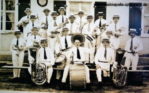 Fröhliches Musizieren in den flotten 20er Jahren