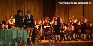 Josef und Alexander Kuhn als tschechische Sänger verkleidet